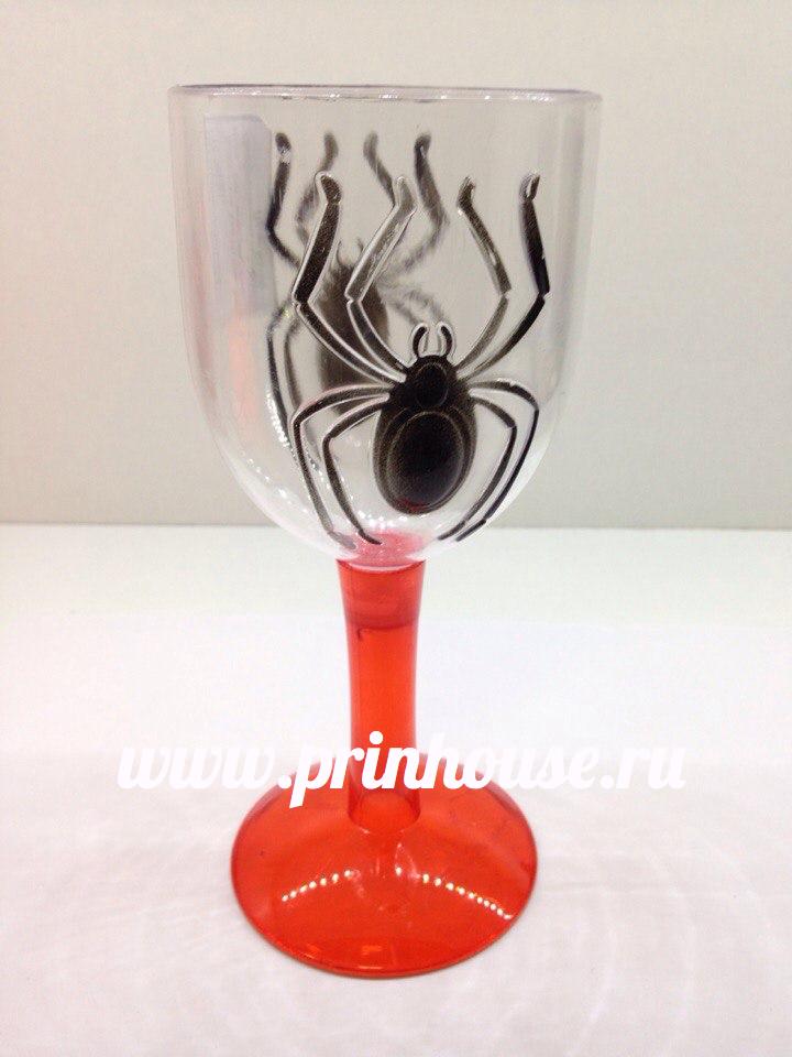Бокал с пауком